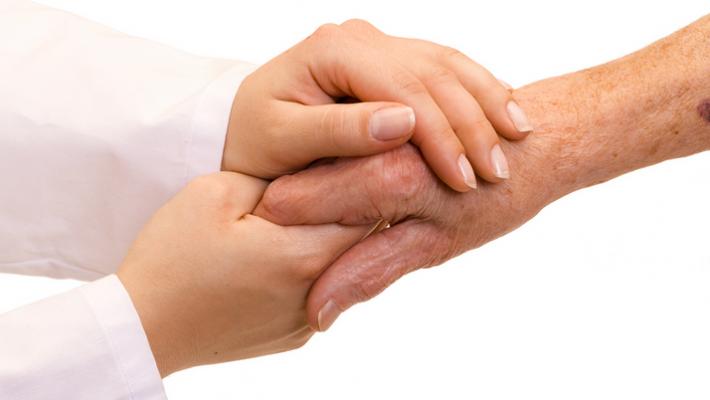 Dépendance des personnes âgées : Des aides pour rester chez soi