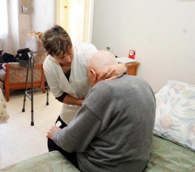 Aide à domicile pour les seniors : Comment faire le bon choix ?