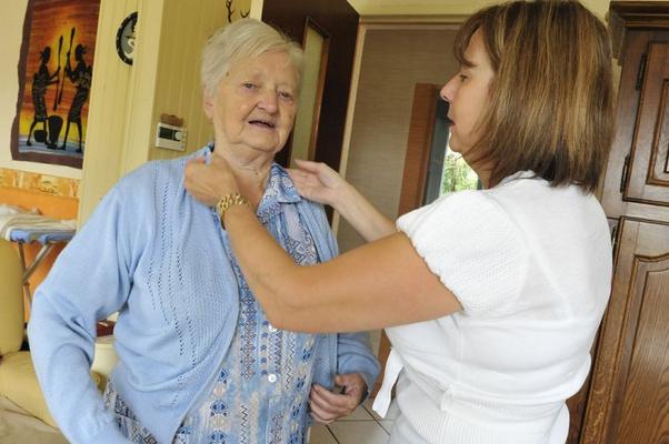 Aide aux seniors : la garde à domicile