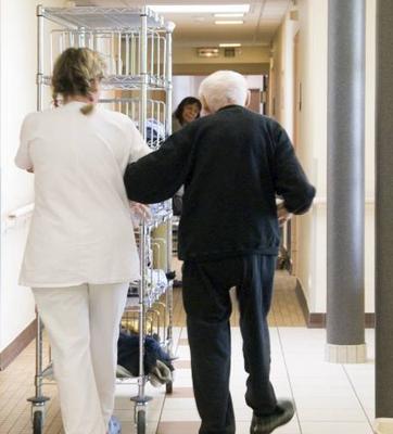 Seniors : Qu'est-ce que le droit au respect de la dignité des résidents ?