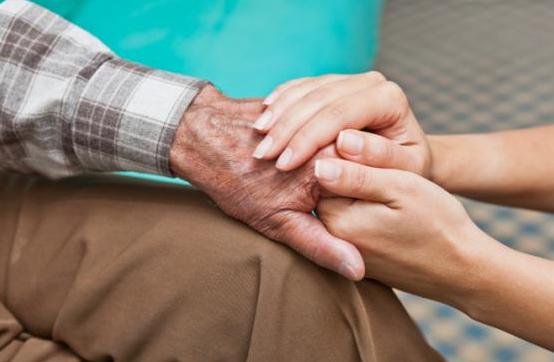 Entrée en établissement pour personnes âgées : quelques pistes pour vous aider